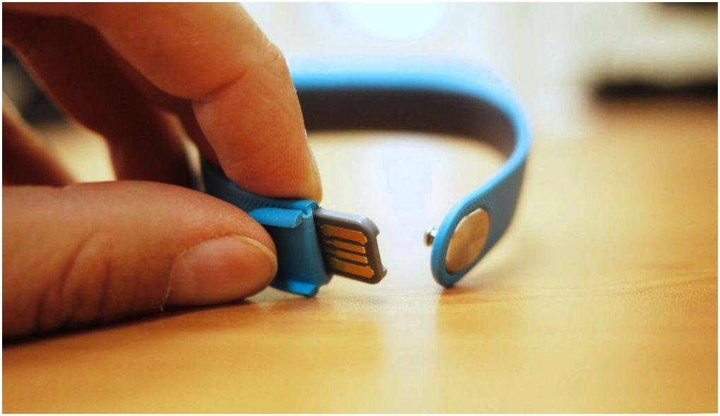 Обзор фитнес-браслета Huawei TalkBand B1: а поговорить?